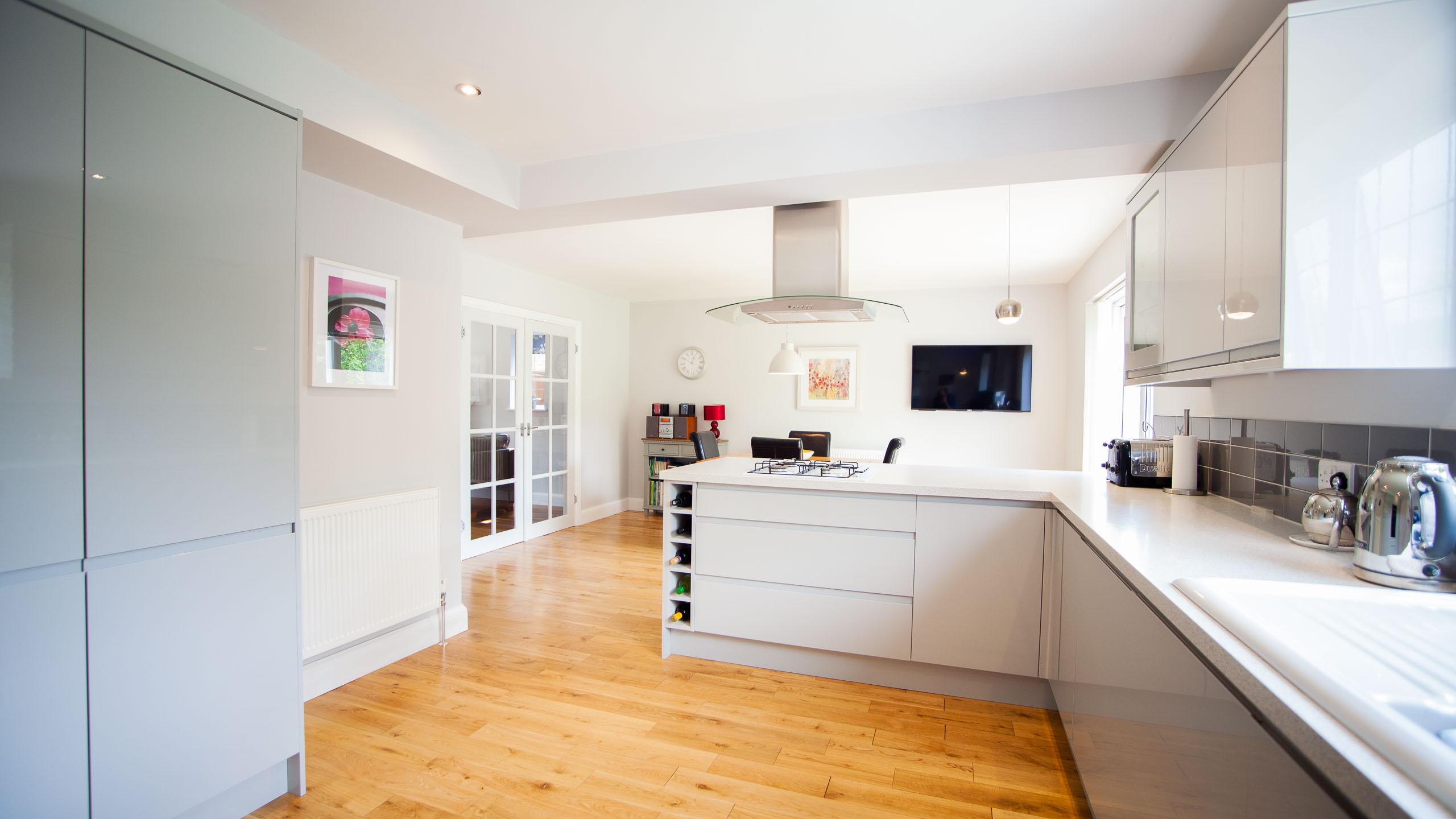 modern kitchen/diner- kitchen installation by RJ Steele builders in Sussex