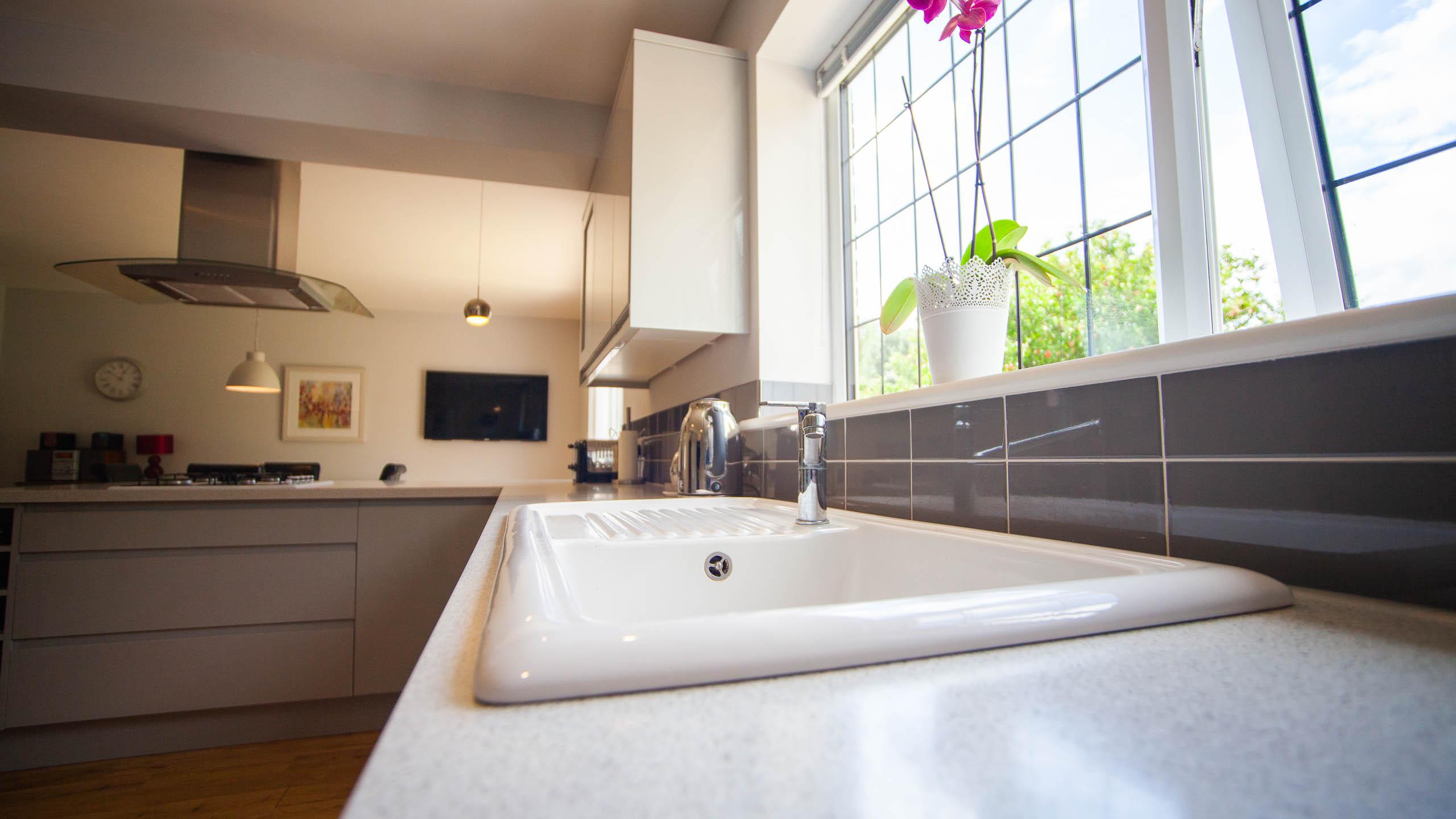 white kitchen sink - kitchen installation by RJ Steele builders in Sussex
